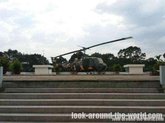統一会堂屋上のヘリ