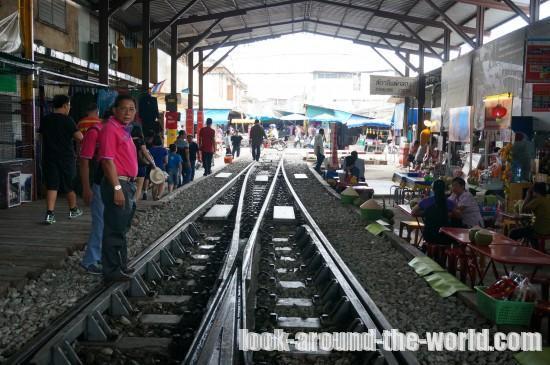 メークロンの折り畳み傘市場とメークロン駅構内を散策してみた