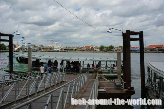 バーレーン駅からマハチャイ駅間を徒歩と渡し船で移動する方法