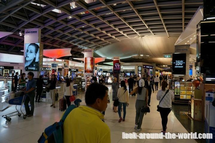 スワンナプーム国際空港で中国国際航空チェックイン