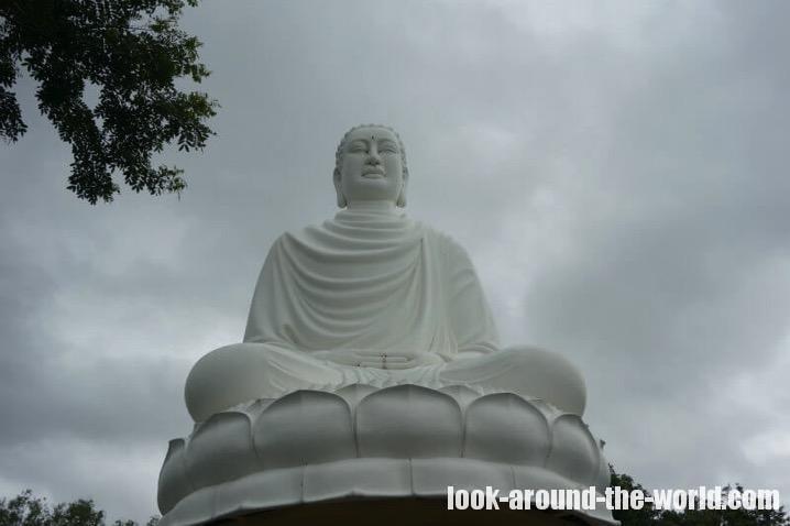 隆山寺(ロンソン寺)の大仏