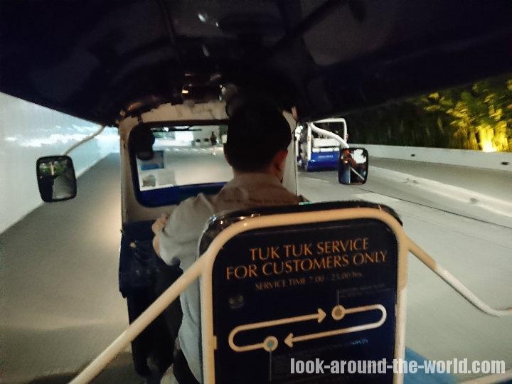 プルマン バンコク キングパワーの送迎トゥクトゥク乗り場