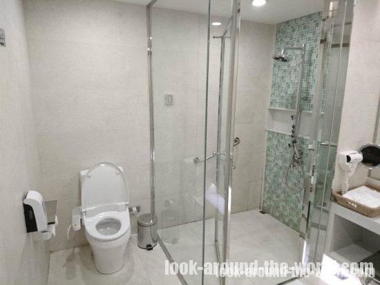 スワンナプーム国際空港のエバー航空ラウンジのシャワールーム