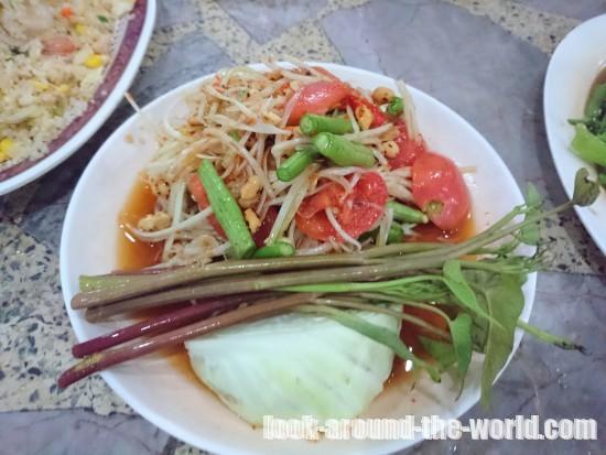 パタヤのセカンドロードのレストランパックブン・ローイファー(飛天空芯菜)