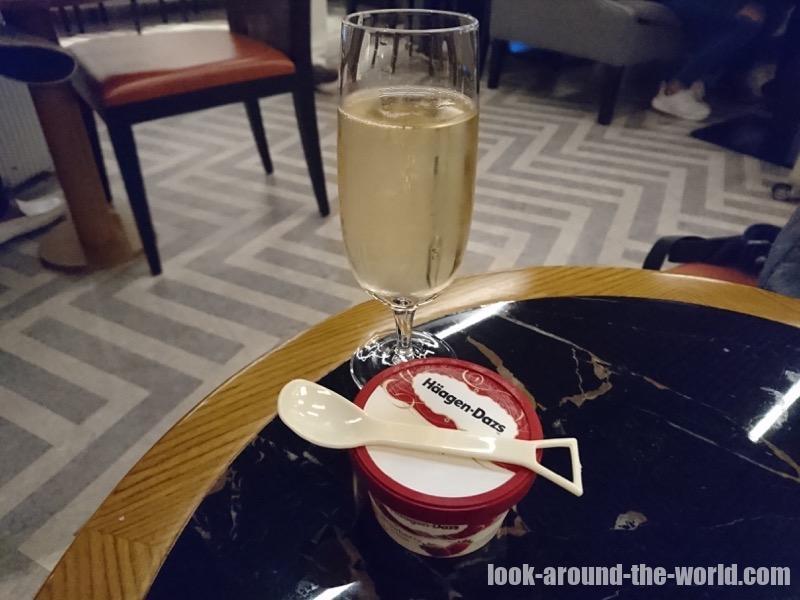 香港国際空港のシルバークリスラウンジのフード類