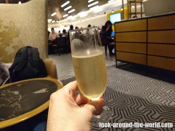 香港国際空港のシルバークリスラウンジ 徹底リポート