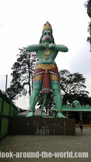 マレーシア最大級のヒンズー寺院バトゥケイブ