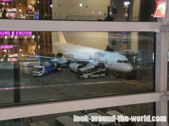 香港ドラゴン航空羽田~香港のシートと機内食
