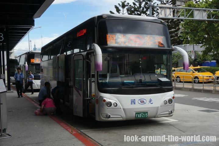 桃園国際空港行きの國光バス